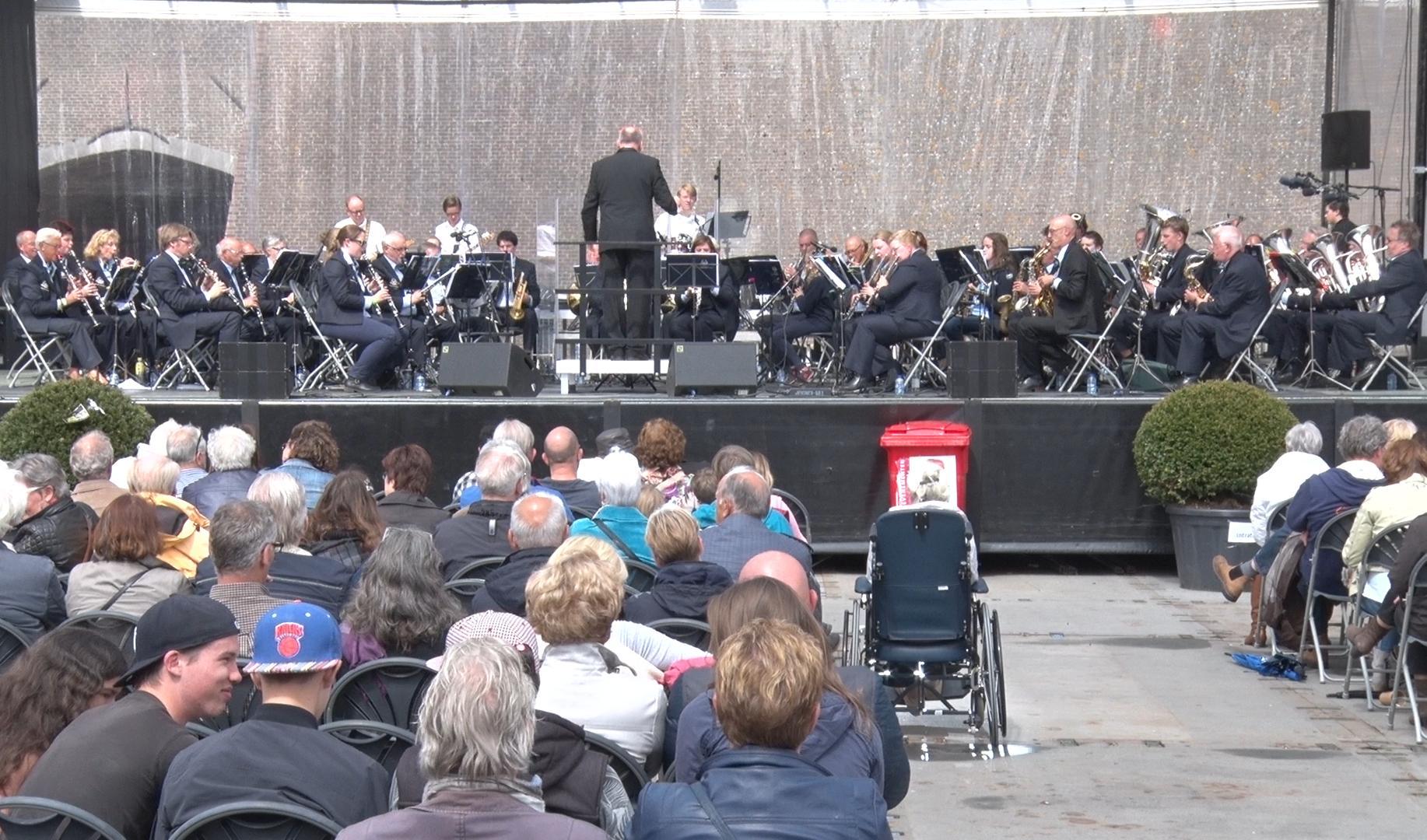 Harmonieorkest tijdens Spanjaardsgatfestival 2015